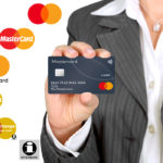 MasterCard упрощает дизайн логотипа