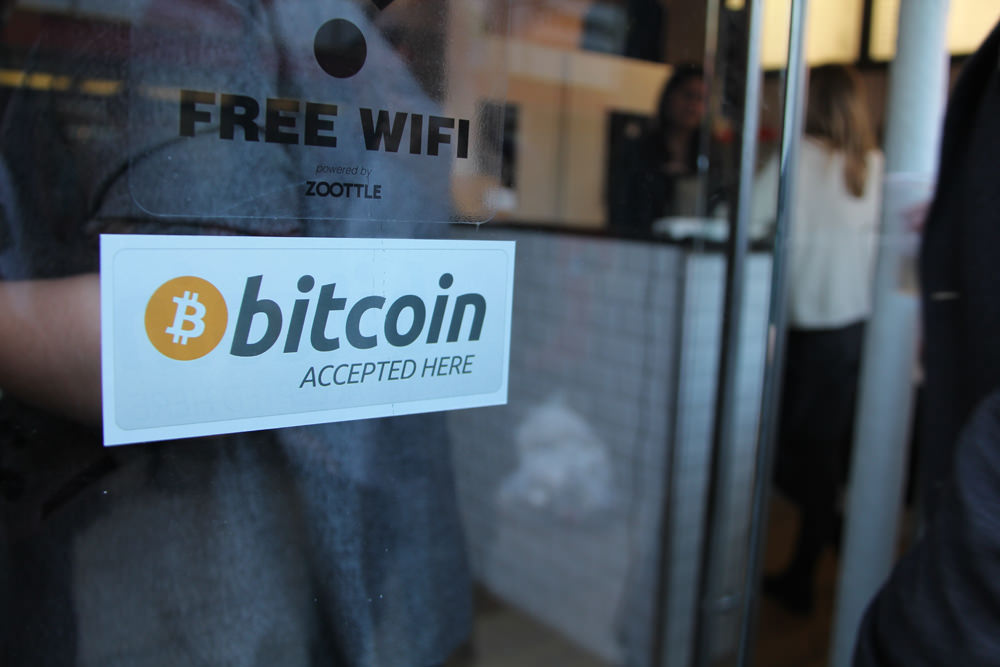 Где принимают криптовалюты и биткоин